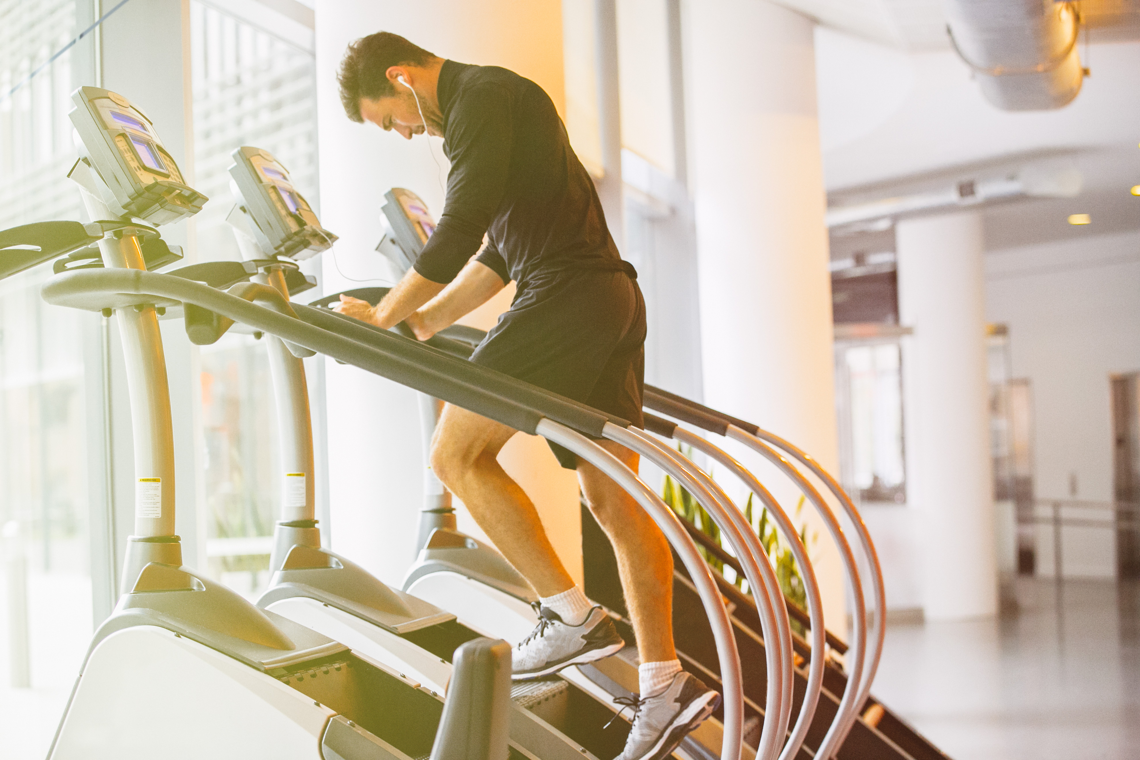 man does stair climber workouts using aaptiv workout