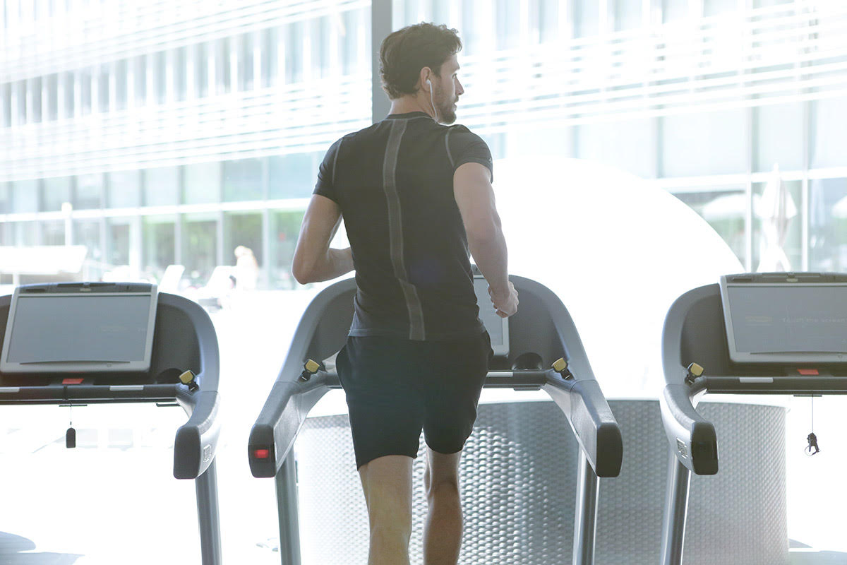 man does 30 minute workout on treadmill