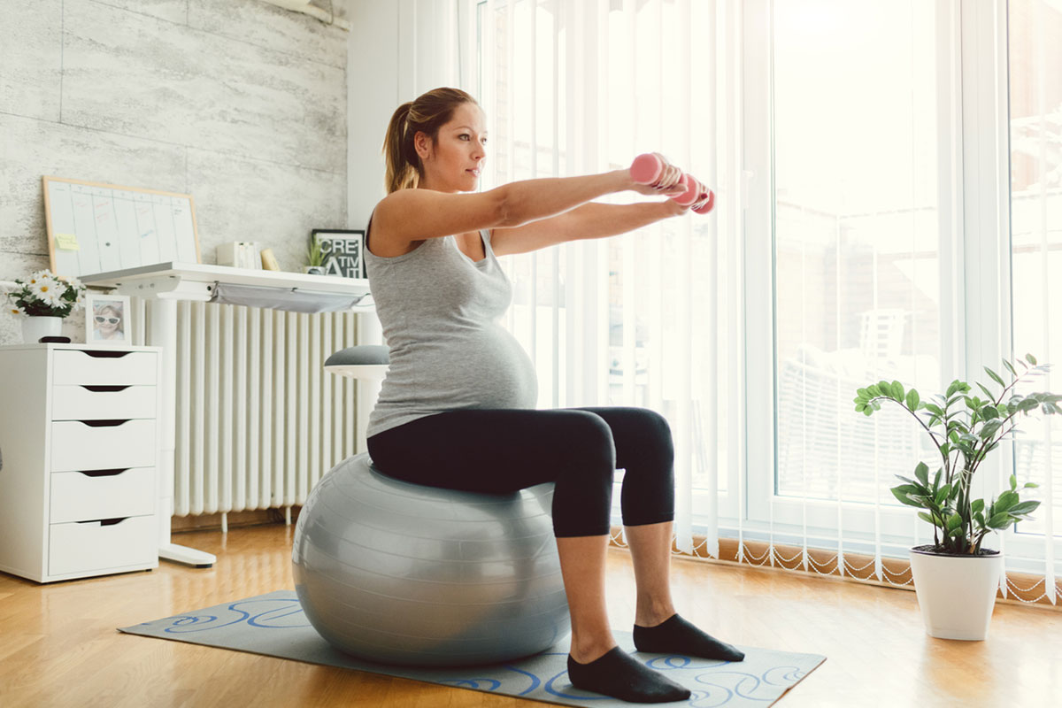 pregnant woman avoids crunches while pregnant