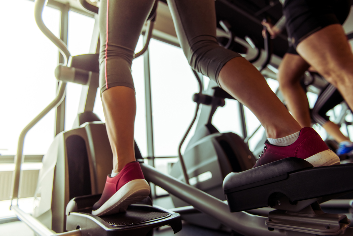 woman does hiit on the elliptical