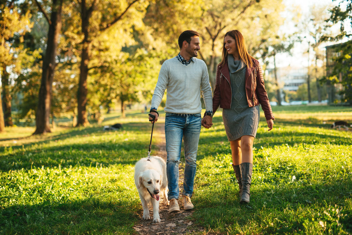 couple walks to keep weight off