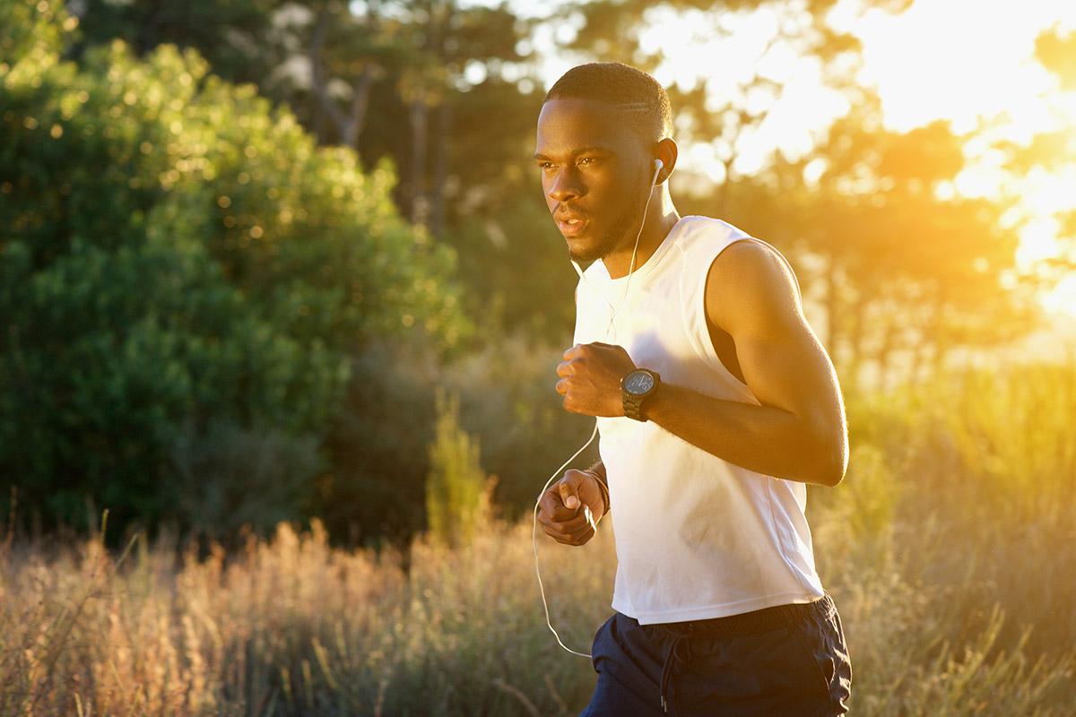 man avoids outdoor running mistakes